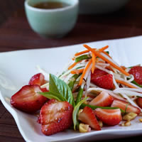 Thai Green Papaya Salad with Grilled Strawberries: Main Image