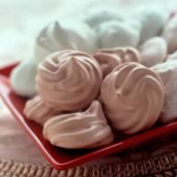 Meringue Kisses: Main Image