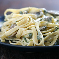 Fettuccine Alfredo with Spinach and Mushrooms: Main Image