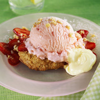Strawberry Oatmeal Cookie Sundaes: Main Image