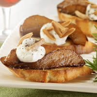 master.k.m.us.USA Pears Balsamic Glazed Pear and Goat Cheese Crostini Taste of the Season