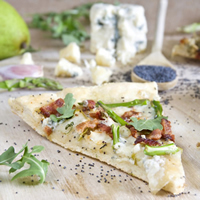 Arugula, Pear, and Bacon Pizza with Honey Poppy Seed Sauce: Main Image