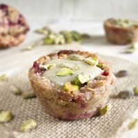 Baked Honey Oatmeal with Raspberries and Pistachios: Main Image